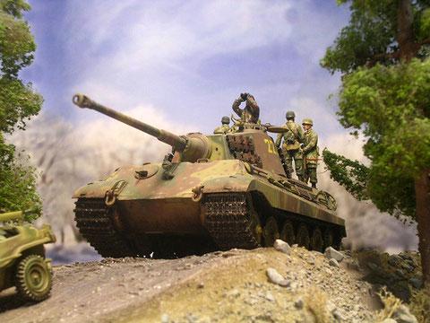 Hier wird die mächtige Silhouette des Panzers deutlich.