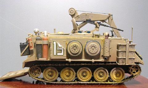 Richtscheinwerfer und Gasflaschen für die Schweißreparatur, Ersatzlaufrollen für  Kampfpanzer (IDF Centurion)