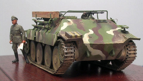 Geschlossene Bugplatte, ein MG 34 zur Eigenverteidigung.