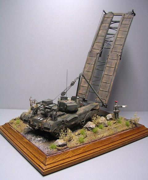 Die kleine Figur zeigt den Größenvergleich zu dem auf dem Schlachtfeld sicher weithin sichtbaren Fahrzeug.