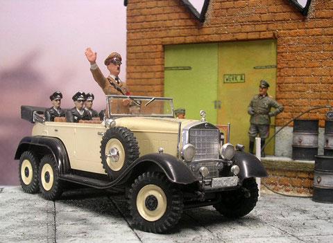 Die Hochglanz-Zweifarben-Lackierung war aufwendig und wurde nur bei wenigen Propaganda-Fahrzeugen angelegt.