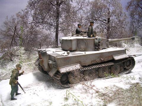 Der Panzer ist schon ordentlich ramponiert, einige seiner Seitenschürzen sind im Gefecht verloren gegangen.