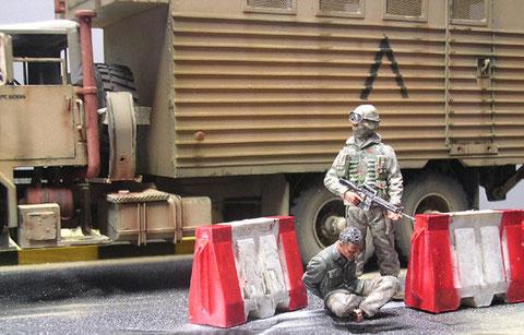 USSoldaten verhaften einen Iraker
