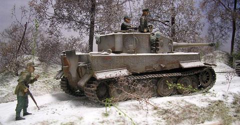 """""""Tiger"""" im Schlepp, die verschneite Winterlandschaft zeugt von der Schwere des Unterfangens."""