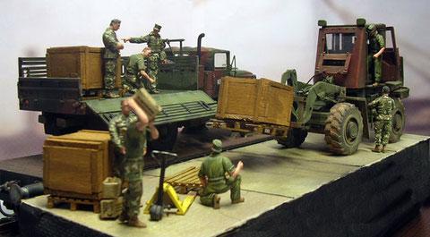 Interaktion zwischen den Figurengruppen bringen das Leben in die Szene.