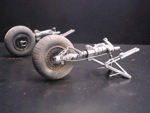 Reifen sind noch aus Plastik(!), Bremsleitungen müssen ergänzt werden