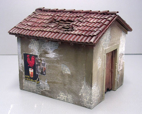Die einzelne Bauelemente des Dioramas werden separat gefertigt-hier das kleine Gleishäuschen.