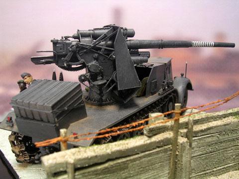 15 88mm Granaten sind als Erstaustattung auf dem Hinterdeck gestapelt.
