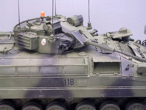 Zusätzliche Seitenkörbe für die Ausrüstung der Panzergrenadiere.
