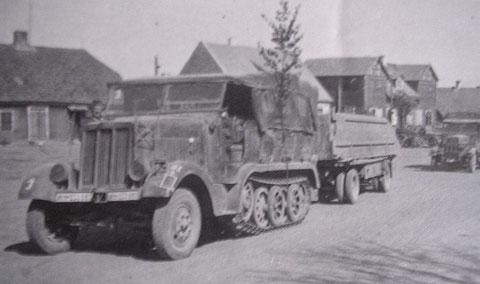 SdKfz.6 5-Tonner als Pionierzugmaschine mit Pontonwagen
