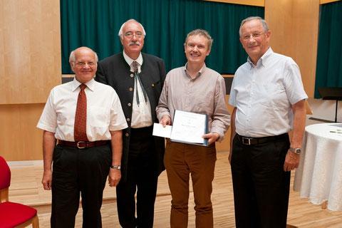 Preisverleihung in Alberndorf mit Bürgermeister Moser und den Sponsoren des Literaturwettbewwerbes. Foto: Strigl