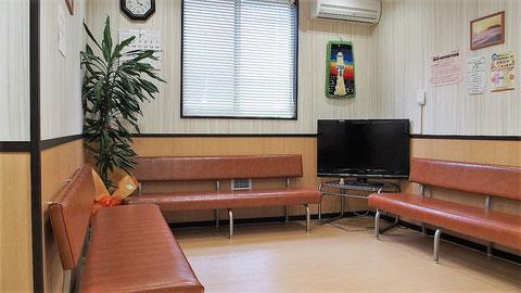 待合室です。窓口の前にあります。