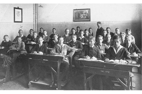 Schulklasse in Teuchern 1921