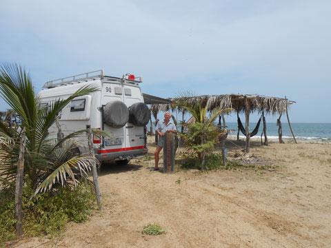 Wir haben den Strand mit Hängematte gefunden: Am Campingplatz Casa Grillo bei Zorritos.