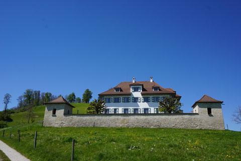 Schloss Castelen unterhalb der Burgruine Kastelen