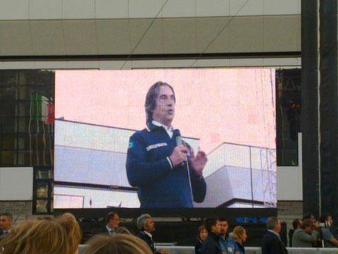 Muti parla alle Autorità e al pubblico alla fine del concerto a Coppito - 060909