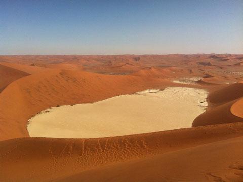 Sossusvlei, von der großen Düne (380 m) aus gesehen