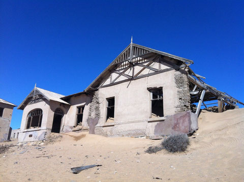 Im Wüstensand versunkene Wüstenstadt (Kolmannskuppe)