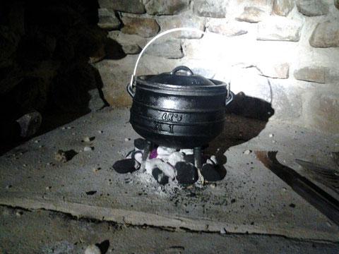 einen Einblick in unsere Küche: heute gibt es überbackenen Kürbis aus dem Potjie