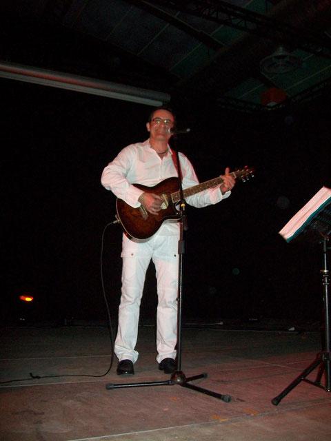 De temps en temps, je sors ma guitare...