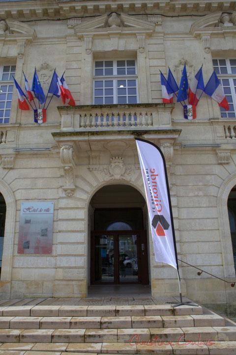 Porche de l'Hôtel de ville de Créon