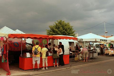 Boutique artisanale et restauration sur place. Festival JAZZ360, Cénac. 03/06/2011