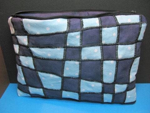 Verzerrte Linien, blau, jap. Flechttechnik, L x H 29 x 21, innen dunkelblau