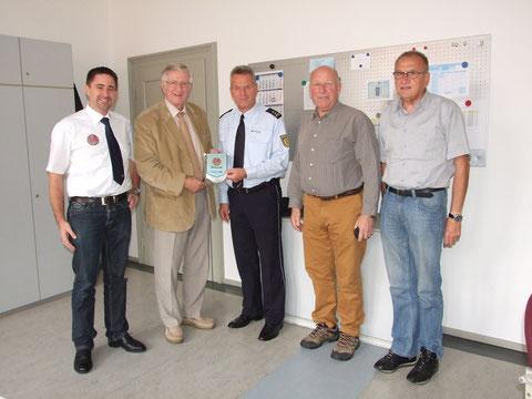 v.l.n.r. Marcus Glock, Alan Carter, Ltd. Kriminaldirektor Wolfgang Eble, Pipp Chattel, Winfried Diehm