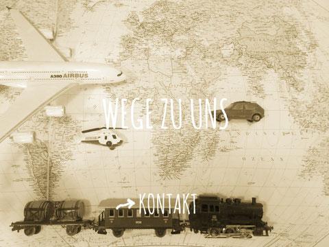 Weltkarte mit Zug, Flugzeug, Hubschrauber und Auto