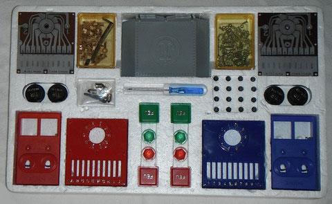 Compartiment polystyrène, commandes rouges et bleues