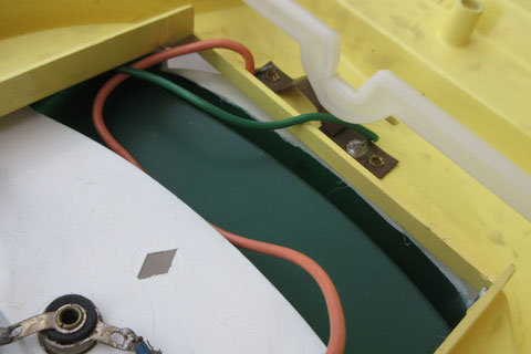Contact et circuit indépendants pour l'ampoule de l'habitacle