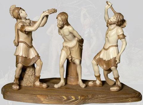 Bild Passionskrippe Geißelung mit Bodenplatte aufgestellt