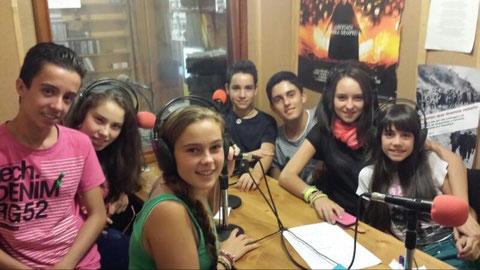 """Parte del equipo de """"Radio Kioko"""" en los estudios de """"Radio Pimienta"""""""