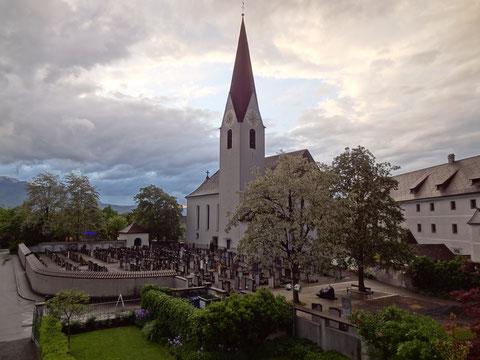 Pfarrkirche Altenstadt vom Pfarrhaus aus fotografiert