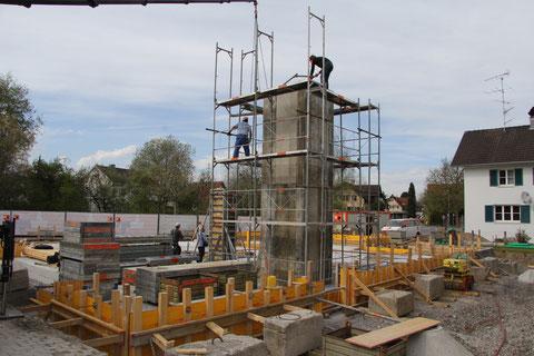 Foto von der Errichtung des Liftturms