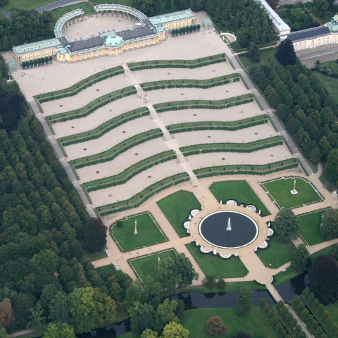 Aerial photo: Sven Scharr (Own work) via Wikimedia Commons
