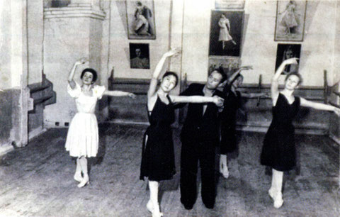 Е.Ф. Сивцева с педагогом Н.М. Ходыревым. 1940-е гг.