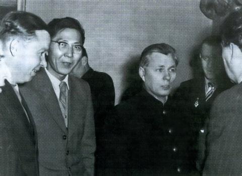 Иванов П.Н. с журналистами. Якутск