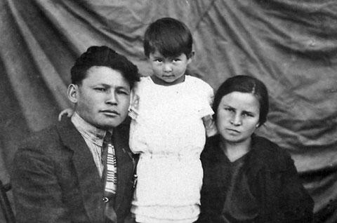 М.К. Аммосов с семьей