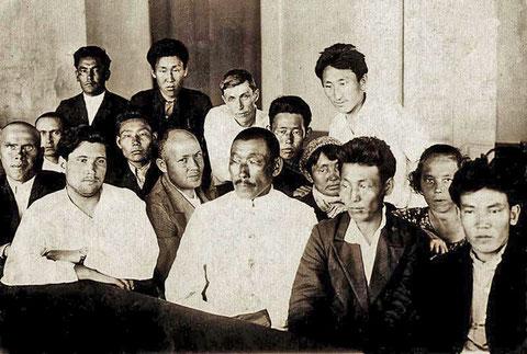 Капитан Богатырев А.Д. с коллективом.