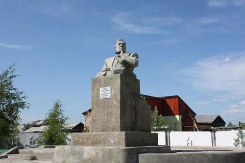 Памятник М.Н. Жиркову в Вилюйске