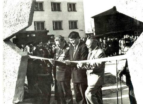 На открытии памятника: Токарев П.Н. Филиппов В.В. Апросимов Г.Е.