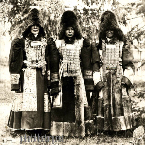 Якутские женщины на празднике. А.Курочкин