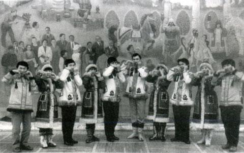 Ансамбль хомусистов «Алгыс» под управлением И.Е. Алексеева. 1985 г.
