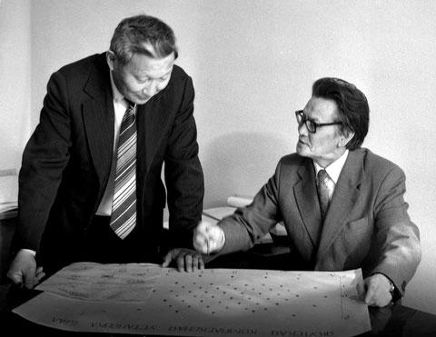 Лауреаты Ленинской премии Н.Н. Ефимов и Д.Д. Красильников