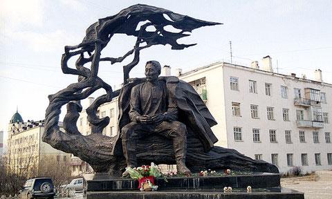 Памятник Кулаковскому в Якутске