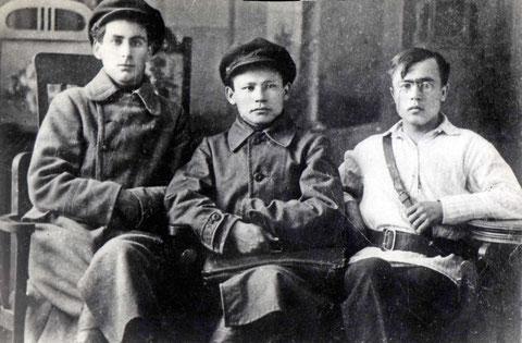 М. Аммосов, Л. Альперович, Н. Захаренко. 1921 год. Якутия.