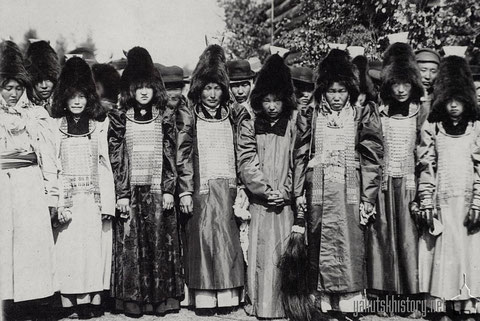 Якутские женщины на ысыахе. А.Курочкин