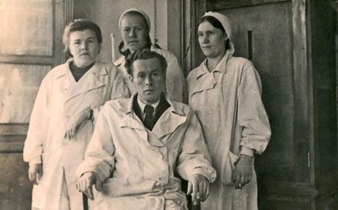 Сотрудники ветеринарной станции 50-е годы. Якутск
