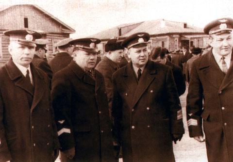 Первомайская демонстрация. Н.М. Сладков, В.И. Кузмин, начальник Якутского аэропорта В.Г. Авдеев и командир самолета Ан-12 Поляков. 1967 год.